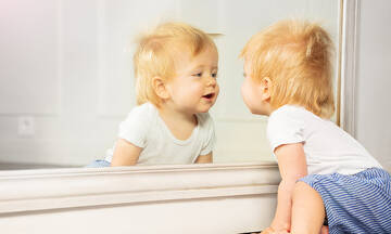 Παιχνίδια στον καθρέφτη: Πώς βοηθούν την ανάπτυξη του μωρού;