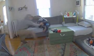 Το βραβείο του ταχύτερου μπαμπά πάει σε αυτόν τον άνδρα (βίντεο)