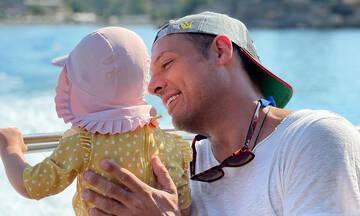 Σάββας Πούμπουρας: Ταξίδι στα Χανιά με την σύζυγο και την κόρη του (pics)
