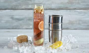Σπιτικό iced tea με ιβίσκο - Δείτε πώς θα το φτιάξετε