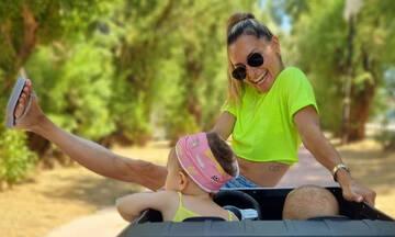 Μιλλούση - Πετρούνιας: Οι κόρες τους κάνουν βόλτα με αυτοκίνητο
