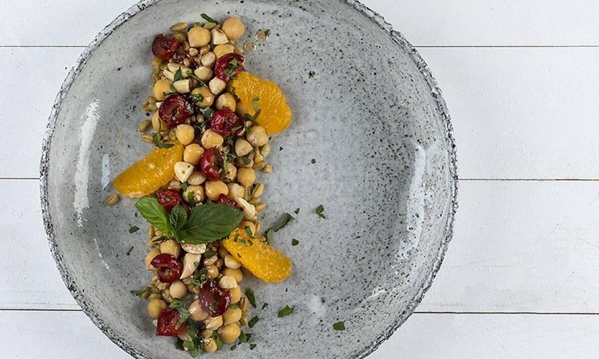 Σαλάτα με ρεβίθια και κεράσια - Ιδιαίτερη, θρεπτική και πεντανόστιμη