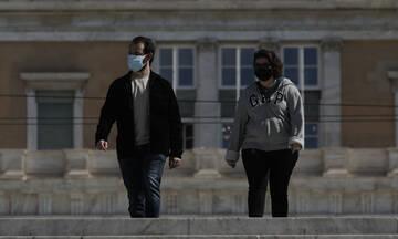 Η ραγδαία αύξηση των κρουσμάτων φέρνει νέα μέτρα: Εξετάζεται η επιστροφή της μάσκας παντού