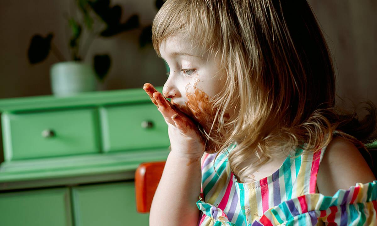 Παγκόσμια Ημέρα Σοκολάτας: Πόση σοκολάτα κάνει να τρώνε τα παιδιά;