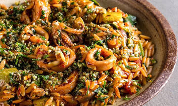 Κριθαρότο με καλαμαράκια και σπανάκι - Τέλειο καλοκαιρινό φαγητό