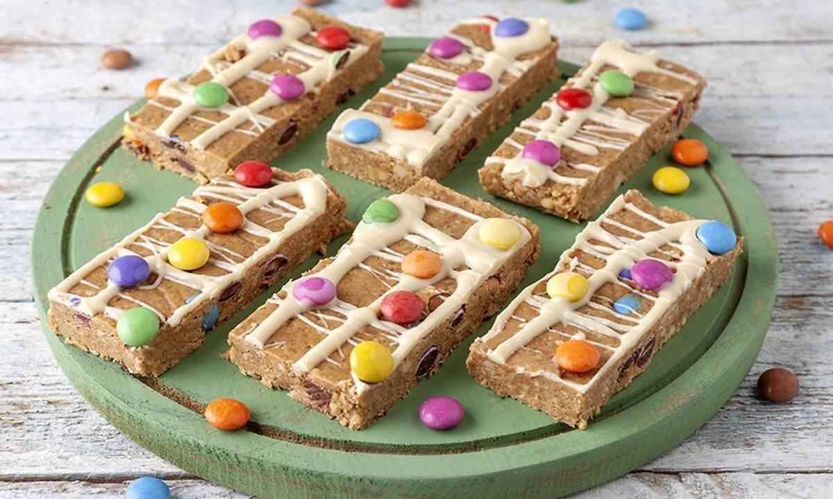 Συνταγές για παιδιά: Μπάρες βρόμης με σοκολατένια κουφετάκια