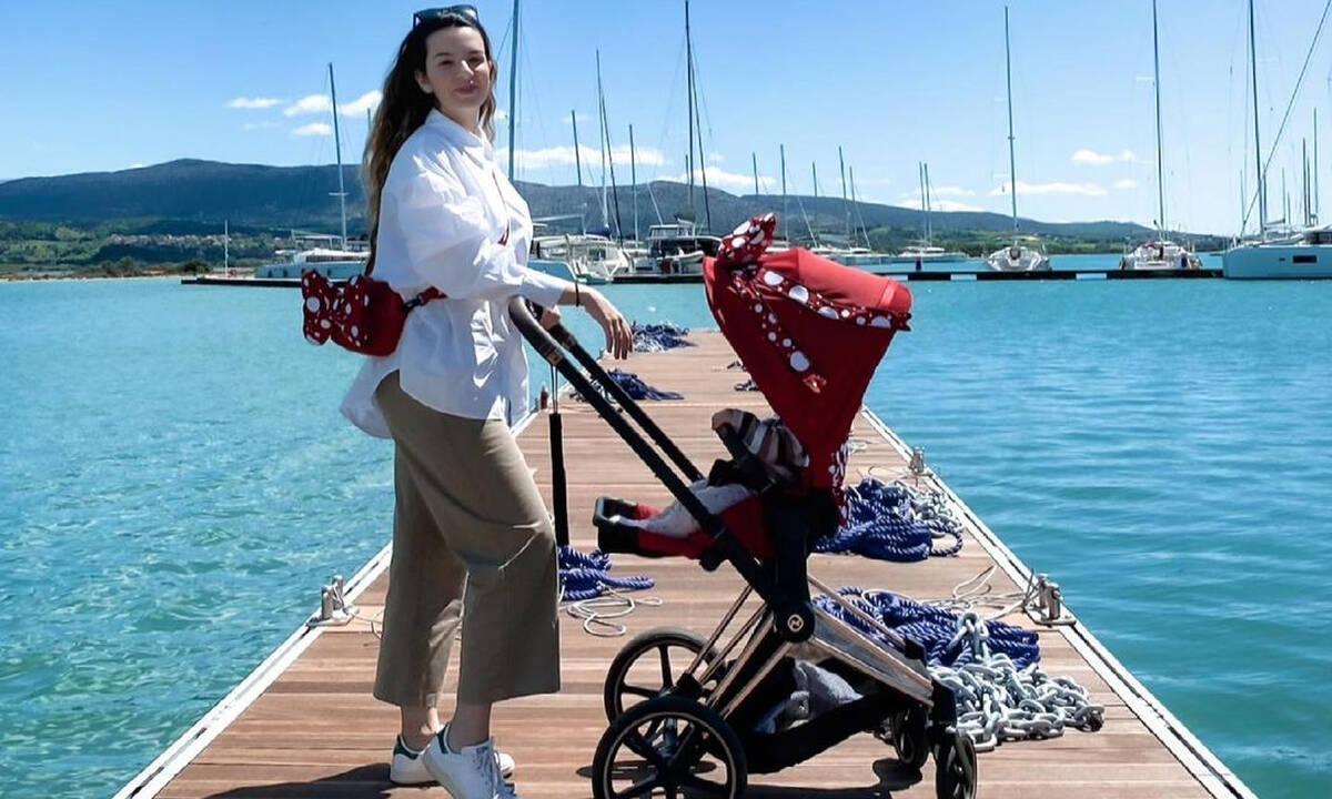 Νικολέττα Ράλλη: Η κόρη της έφαγε κεράσια και το ευχαριστήθηκε – Δείτε φώτο