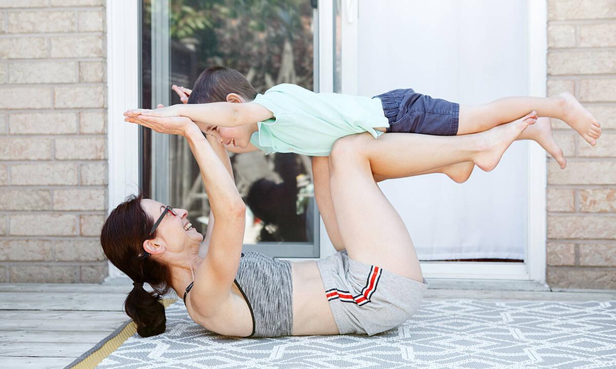 Γυμναστική μαζί με το νήπιο: Εύκολες και διασκεδαστικές ασκήσεις (βίντεο)
