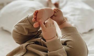 Αυτή η μαμά λατρεύει να φωτογραφίζει τα πατουσάκια του μωρού της (pics)