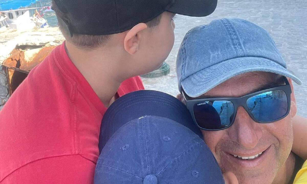 Γιώργος Λιάγκας:  Η συνάντηση του γιου του στην Τήνο με έναν παλιό γνώριμο