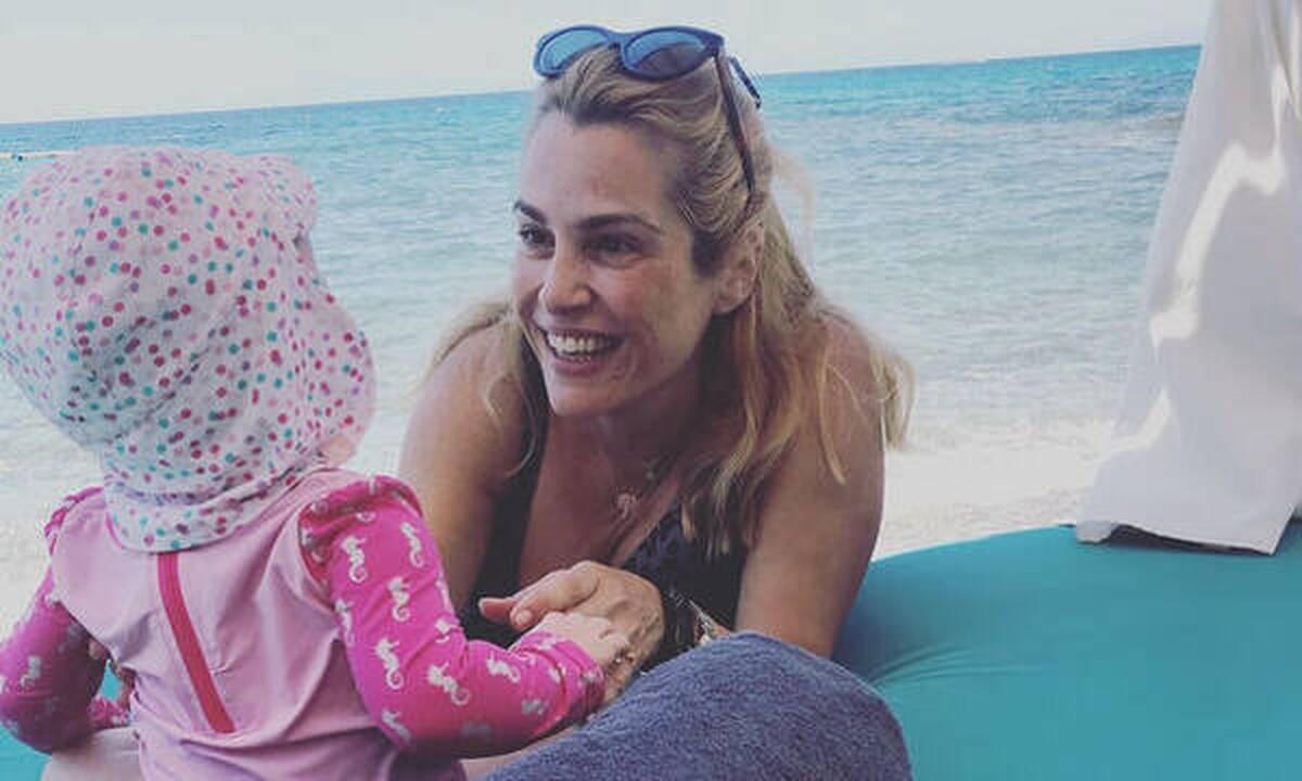 Τζένη Μπότση: Μας έδειξε τη μπομπονιέρα & το βαφτιστικό φόρεμα της κόρης της