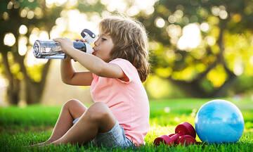 Πόσο νερό πρέπει να πίνουν τα παιδιά το καλοκαίρι;