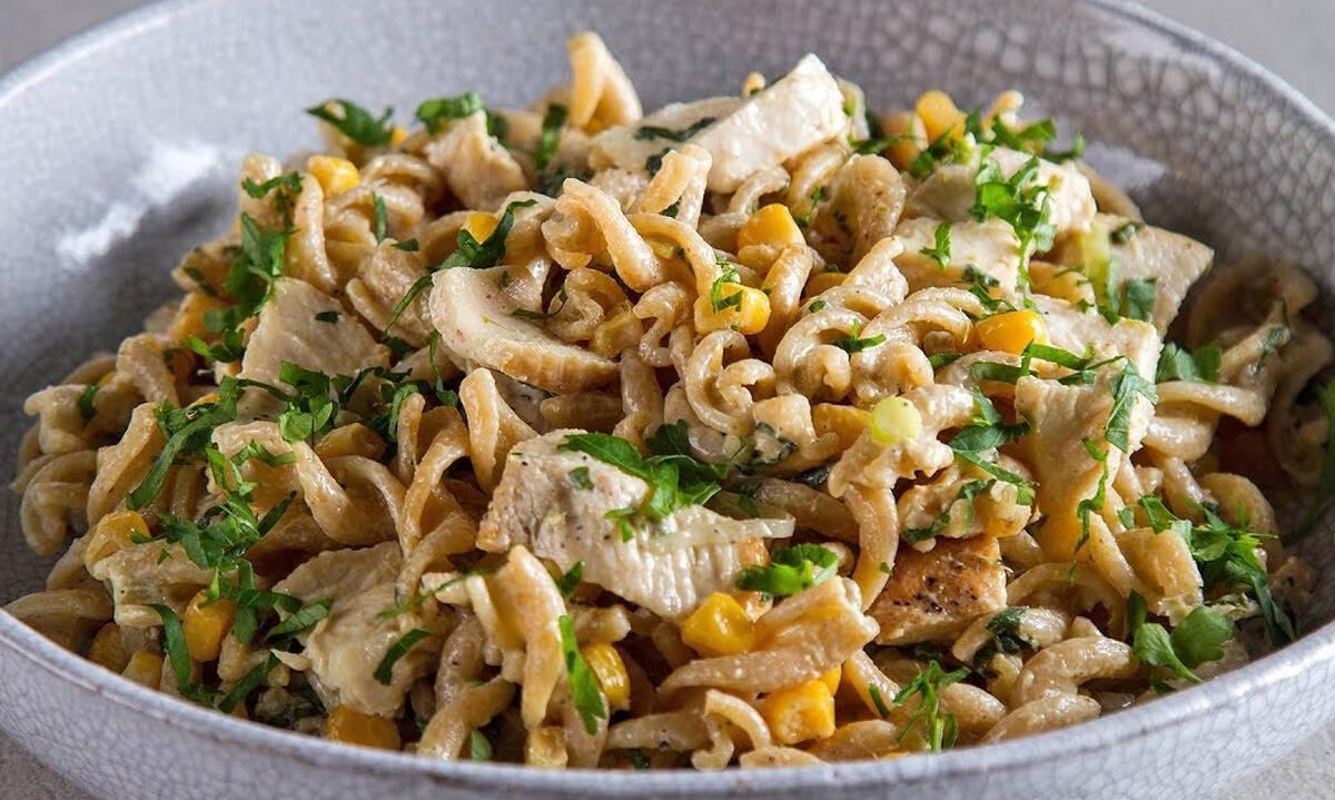 Κρύα σαλάτα με κοτόπουλο - Απολαύστε την και ως κυρίως γεύμα
