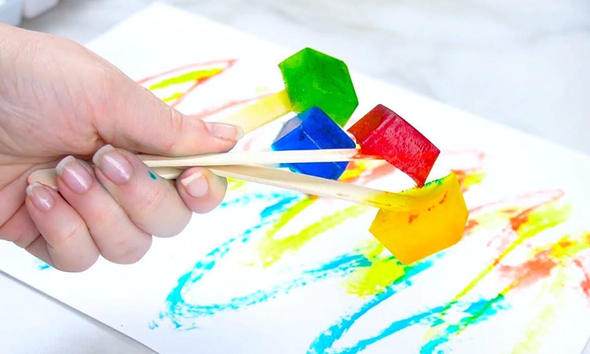 Ζωγραφική για παιδιά: Ζωγραφίστε με... παγάκια (βίντεο)