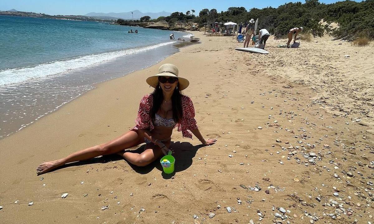 Σταματίνα Τσιμτσιλή: Η απόλυτη Ελληνίδα μάνα στην παραλία