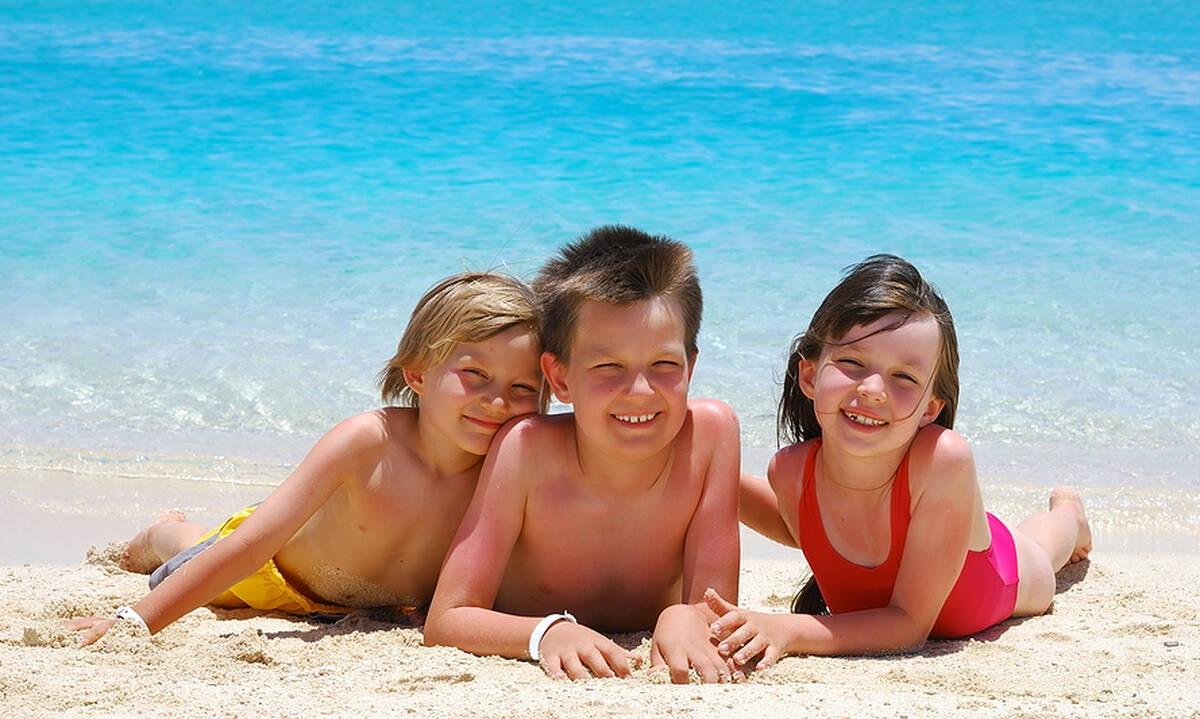 Παραλίες στην Αττική για οικογενειακές αποδράσεις - Πού να πάτε με τα παιδιά