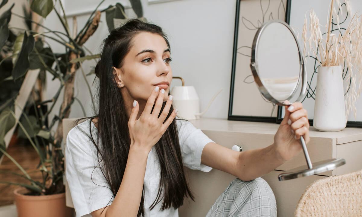 Beauty DIY: Φτιάξε μόνη σου μια συσφικτική μάσκα για το πρόσωπο (βίντεο)
