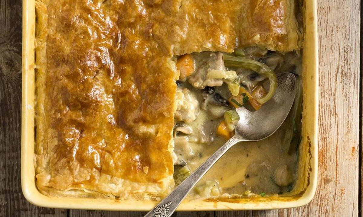 Πίτα με κοτόπουλο, λαχανικά και φύλλο σφολιάτας