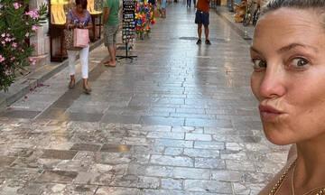 H Kate Hudson πήγε στο Ναύπλιο και έκανε αυτό που κάνουν όλοι οι τουρίστες (photos)