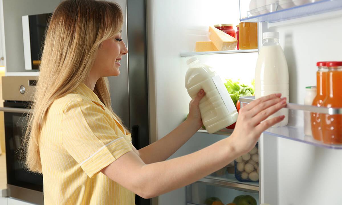 Tips για μαμάδες: Έτσι θα καθαρίσετε σωστά το ψυγείο σας σε πέντε βήματα