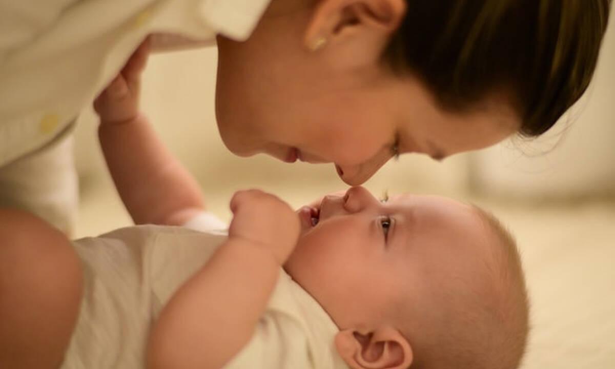 Επτά τρόποι που το μωρό σας δείχνει την αγάπη του