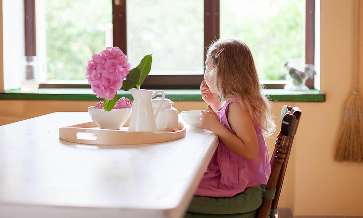 5λεπτη συνταγή για παιδιά: Πουτίγκα με μπανάνα και σοκολάτα στην κούπα