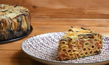 Λαχταριστή μακαρονόπιτα με μελιτζάνες και τυριά