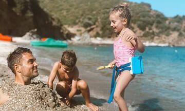 Στέλιος Χανταμπάκης: Πώς περνά με τα παιδιά του στη θάλασσα - Δείτε φώτο