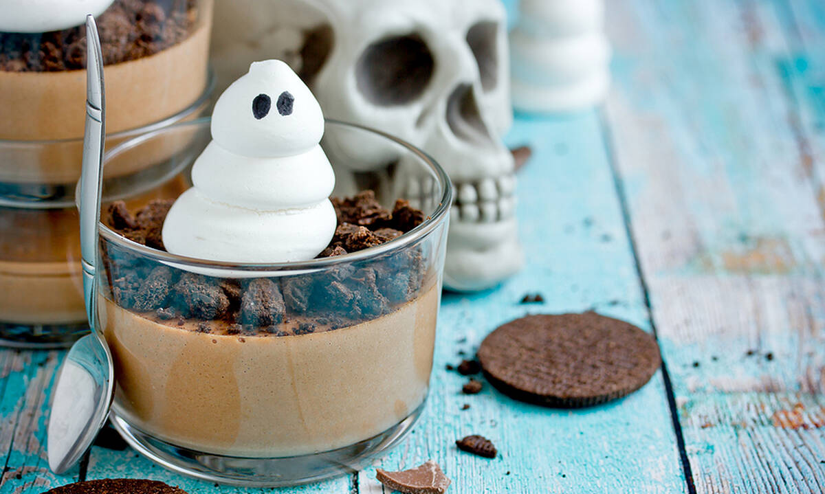 Φτιάξτε υγιεινή μους σοκολάτας με γιαούρτι για τα παιδιά σας