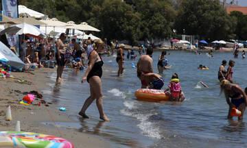 Ανοίγουν δωρεάν οργανωμένες παραλίες λόγω καύσωνα το τριήμερο