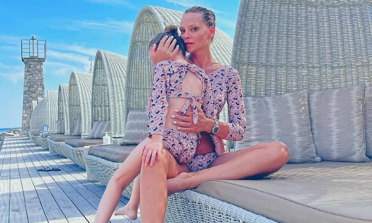 Υβόννη Μπόσνιακ: Η απίθανη φωτογραφία με την κόρη της