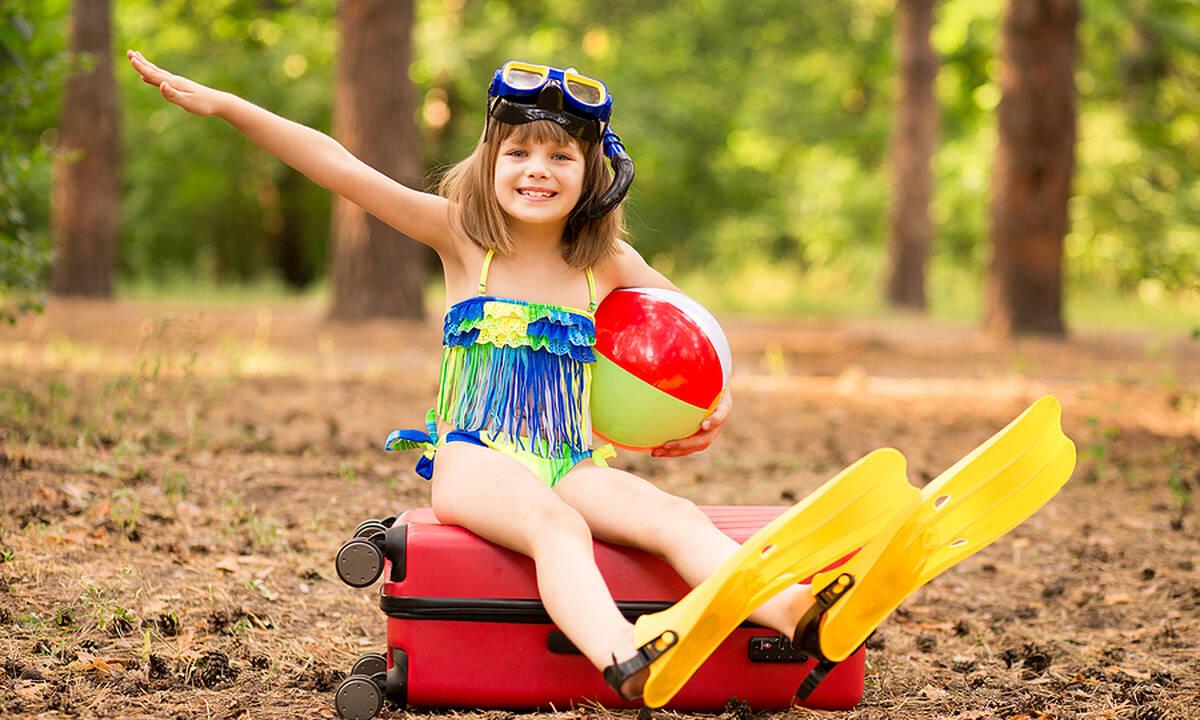 Ετοιμάζεσαι για διακοπές; Πώς θα χωρέσεις πολλά παιδικά ρούχα σε μια βαλίτσα