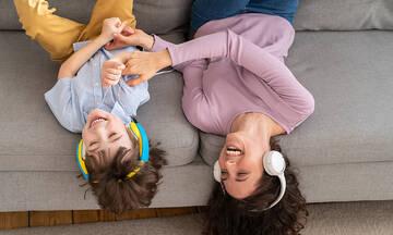 Τα ακουστικά επηρεάζουν την ακοή των παιδιών;