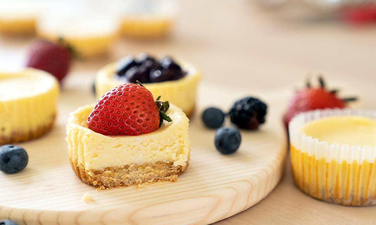 5λεπτη συνταγή για παιδιά - Cheesecake με κόκκινα φρούτα (βίντεο)