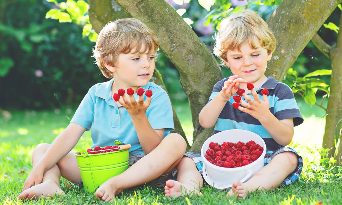 Πώς να βοηθήσετε τα παιδιά να κάνουν νέες φιλίες στις καλοκαιρινές διακοπές