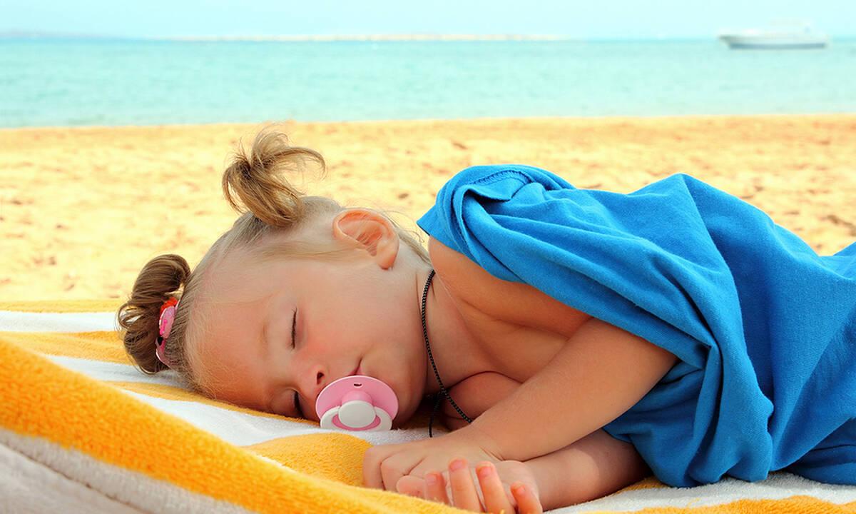 Ύπνος και όρια: Το παιδί μου δεν κοιμάται στις διακοπές - Τι να κάνω;