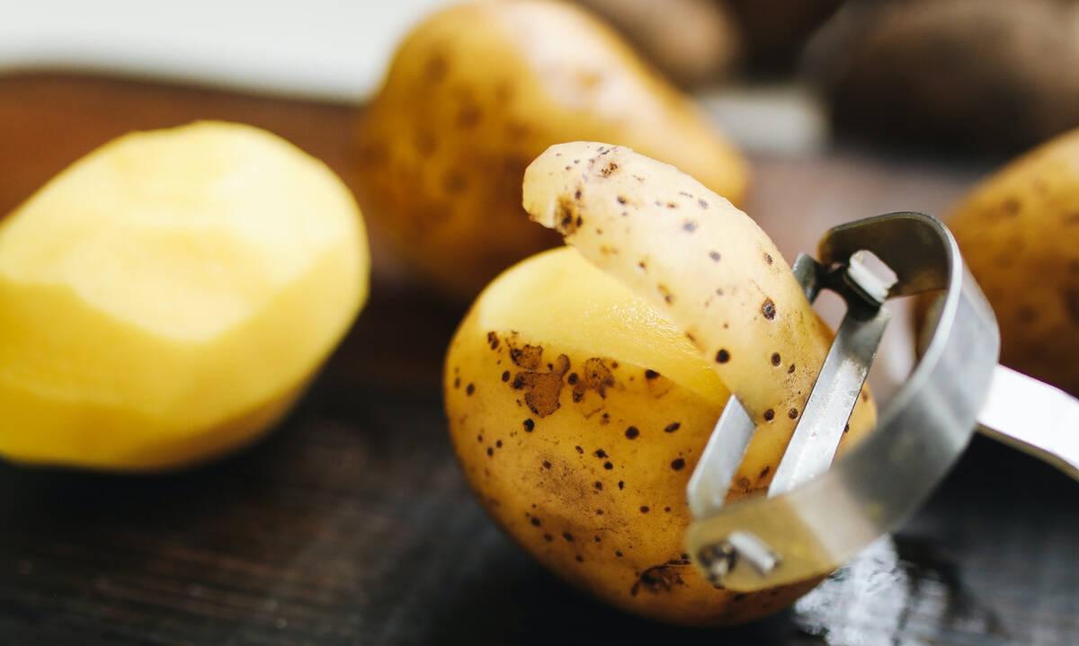 Tips για μαμάδες: Πέντε τρόποι να χρησιμοποιήσετε τις φλούδες πατάτας