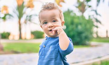 Πώς θα σταματήσει το νήπιο να βάζει αντικείμενα στο στόμα του;