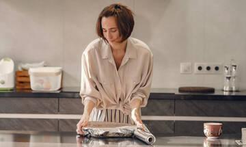Tips για μαμάδες: Πέντε χρήσεις του αλουμινόχαρτου που θα σας εκπλήξουν