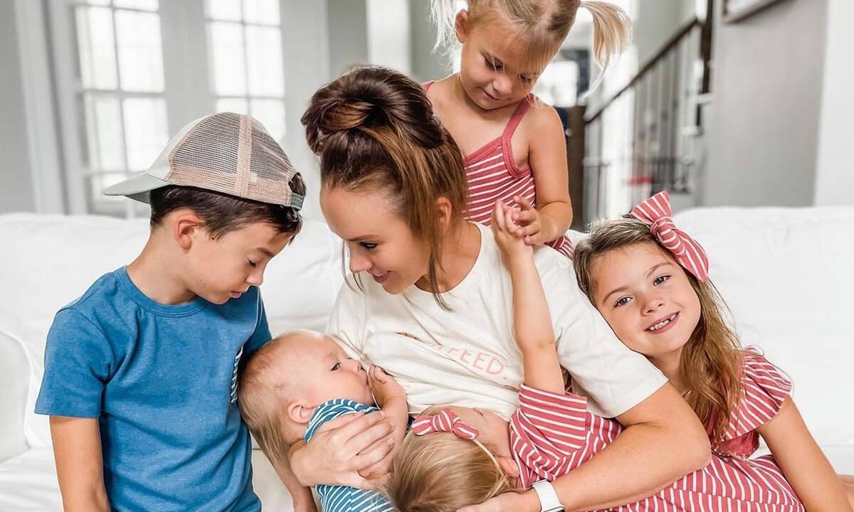 Αυτή η μαμά πέντε παιδιών στέλνει το δικό της μήνυμα για το θηλασμό