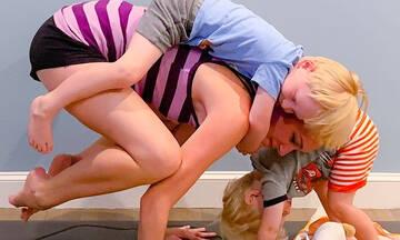 Μαμά και δασκάλα yoga δημοσιεύει τις πιο απίθανες φωτογραφίες (εικόνες)