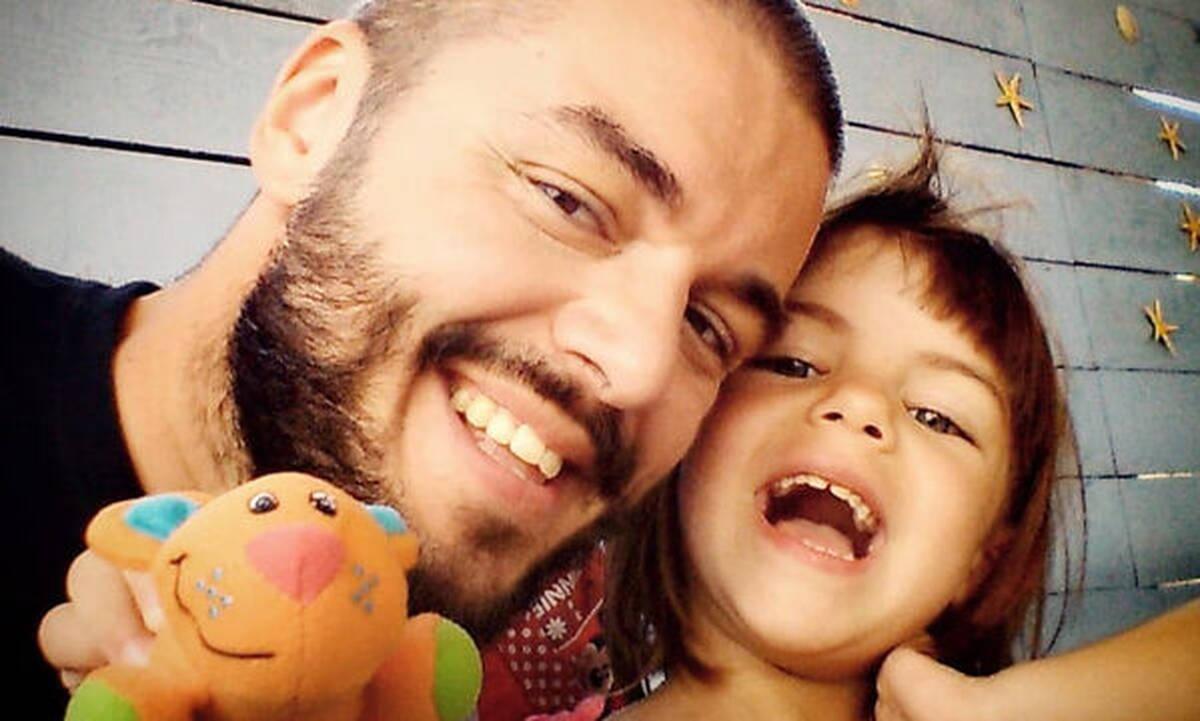 Πέτρος Πολυχρονίδης: Οι σπάνιες φωτογραφίες με τα δύο του παιδιά ( εικόνες)