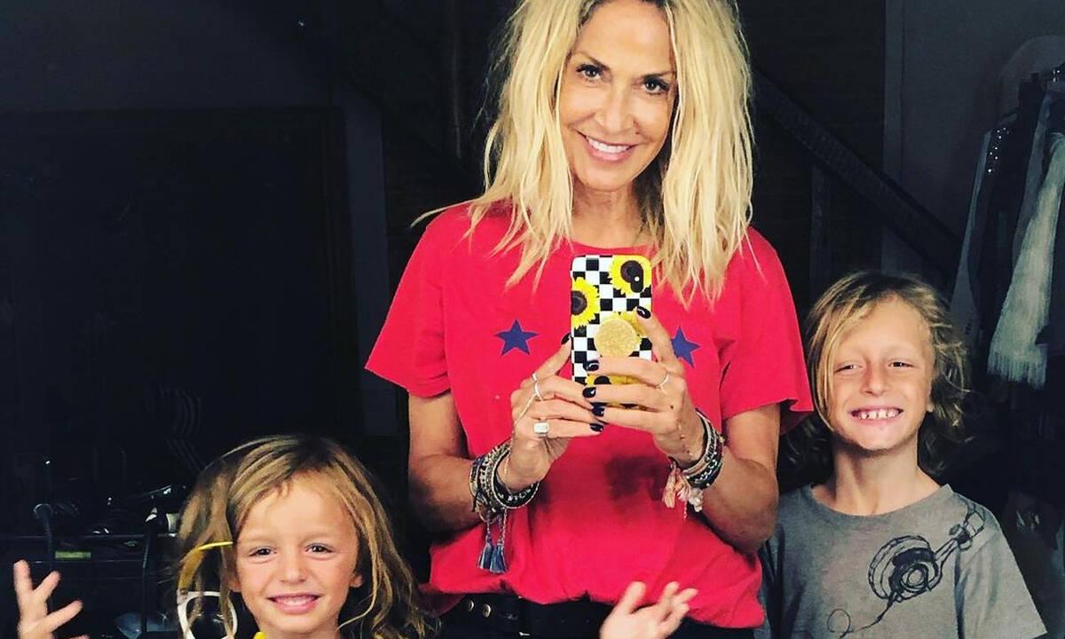 Άννα Βίσση: Tέσσερις γενιές σε μια οικογενειακή, αυθόρμητη φωτογραφία