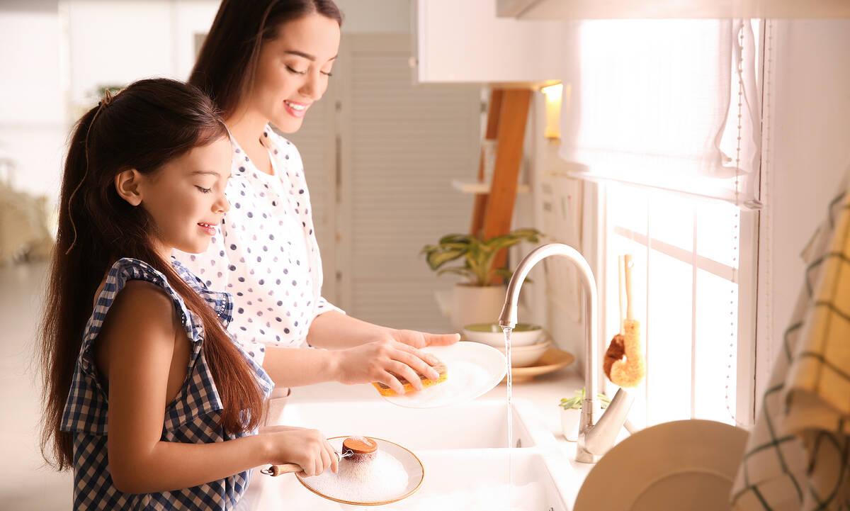 Tips για μαμάδες: Πέντε λάθη που κάνετε στο πλύσιμο των πιάτων