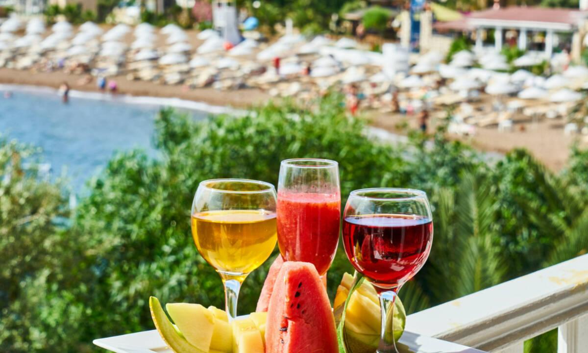 Δροσιστικά καλοκαιρινά ποτά από την διατροφολόγο για τα βράδια στο σπίτι