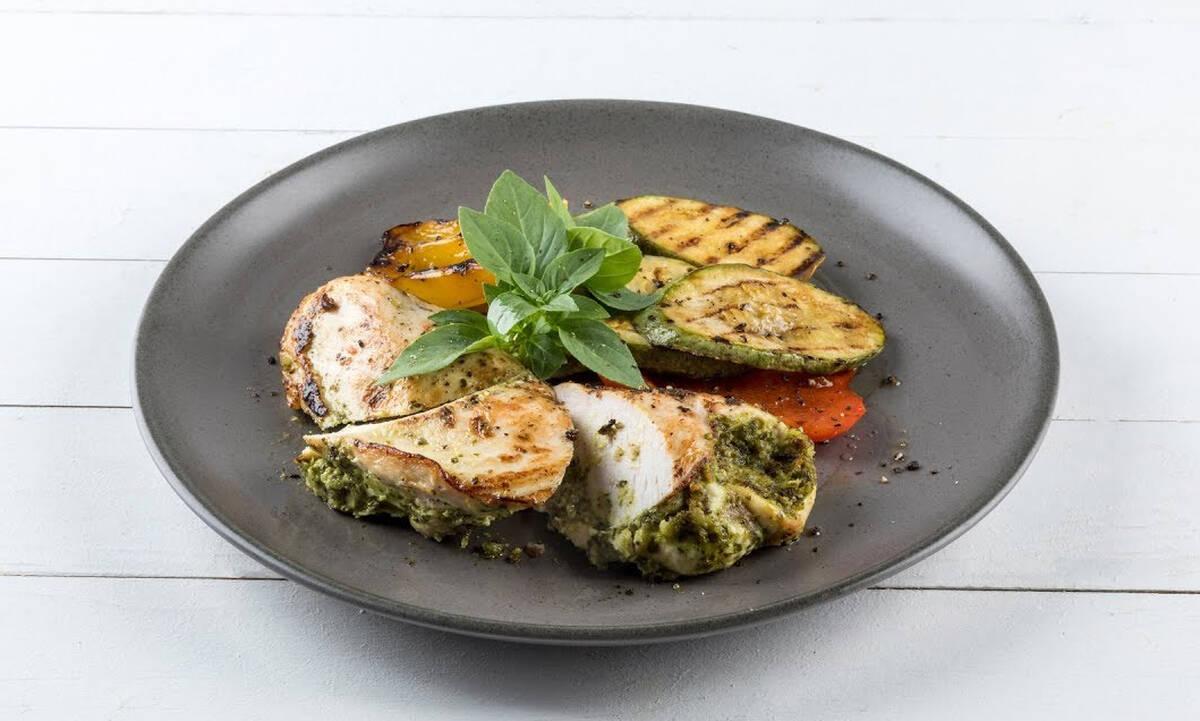 Κοτόπουλο γεμιστό με σπιτική πέστο - Εύκολο και νόστιμο φαγητό