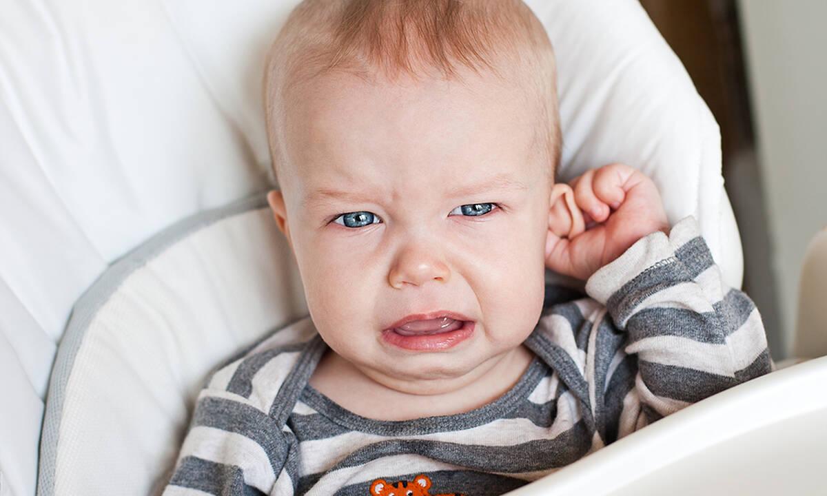 Πόνος στο αυτί του μωρού: Πού οφείλεται και πώς αντιμετωπίζεται