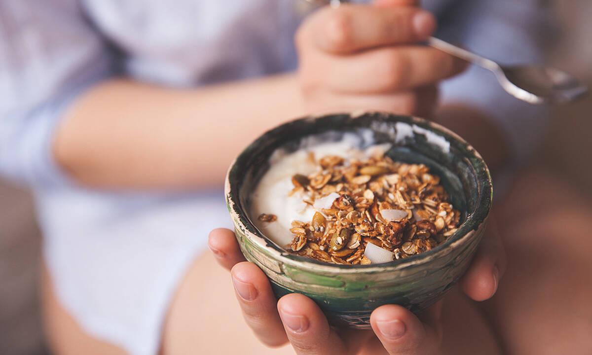 Μαμά και διατροφή: Επτά σνακ που θα σας κρατήσουν χορτάτες για ώρα