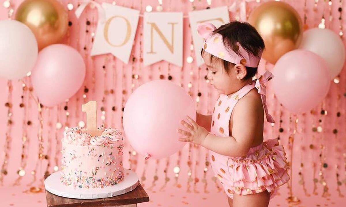 Απολαυστικές φωτογραφίες μωρών από τα πρώτα τους γενέθλια (εικόνες)