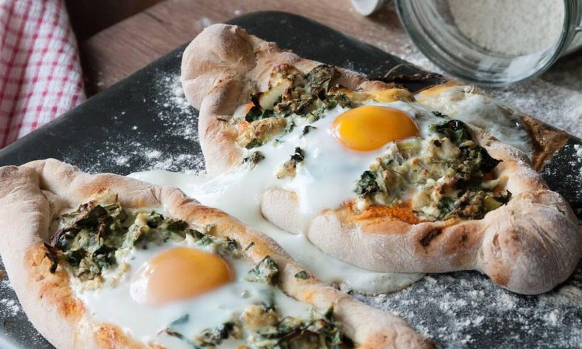 Συνταγές για πρωινό: Πεϊνιρλί με σπανάκι και αυγό